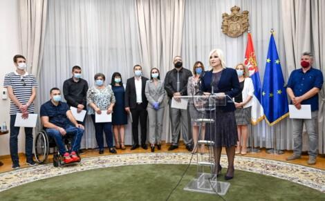 FMIKG je potpisao ugovor sa Ministarstvom građevinarstva za realizaciju projekta koji će unaprediti pristupačnost OSI uslugama Centra socijalne zaštite Kneginja Ljubica u Kragujevcu Forum mladih sa invaliditetom Kragujevac